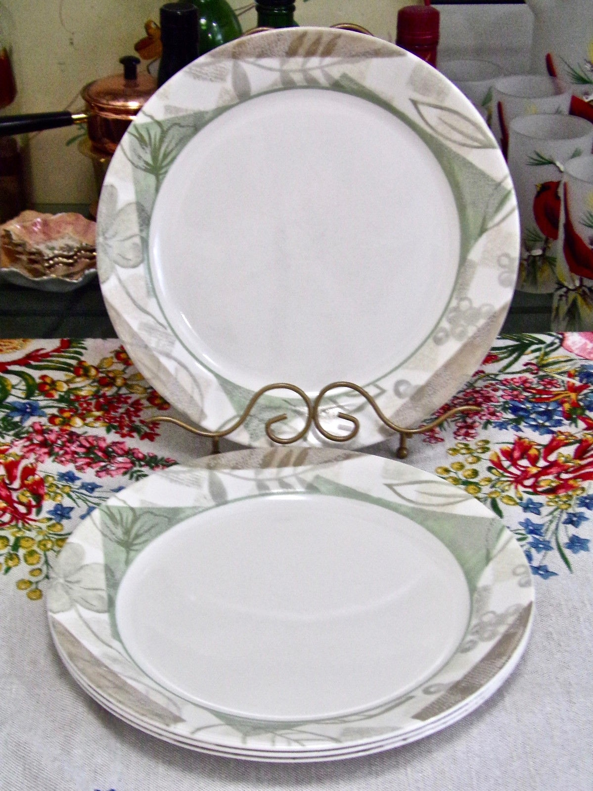 Corning Corelle Textured Leaves Luncheon Plates
